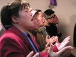 Adoração numa igreja doméstica